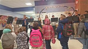 Holiday Music Welcomes Students2